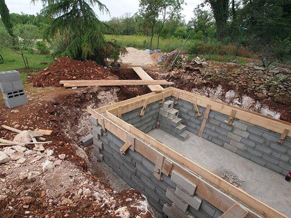Construction en cours d'une piscine privée
