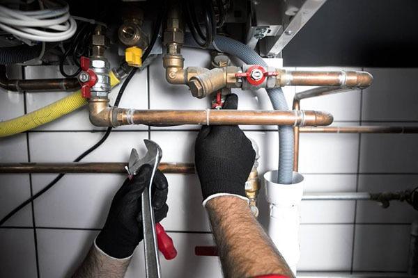 Pourquoi faire appel à un plombier professionnel ?